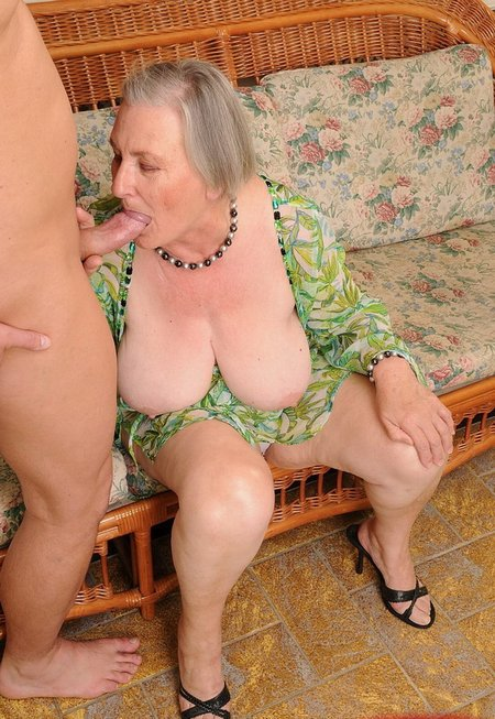 Old granny with big juggsold-granny-facial-2